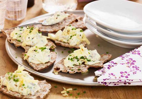 Snacks med ost och ägg