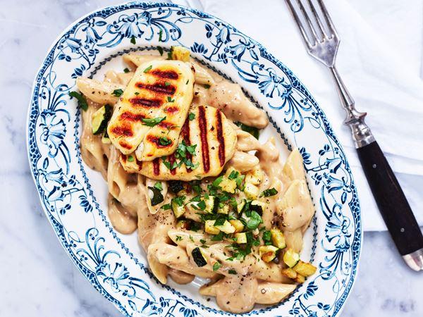 Pasta med krämig svampsås och halloumi