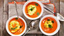 Tomatsoppa med bakade ägg
