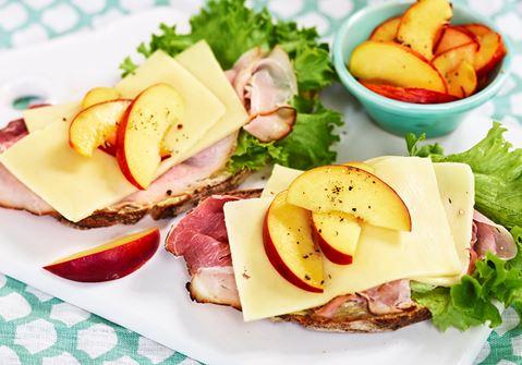 Skink- och nektarinsmörgås
