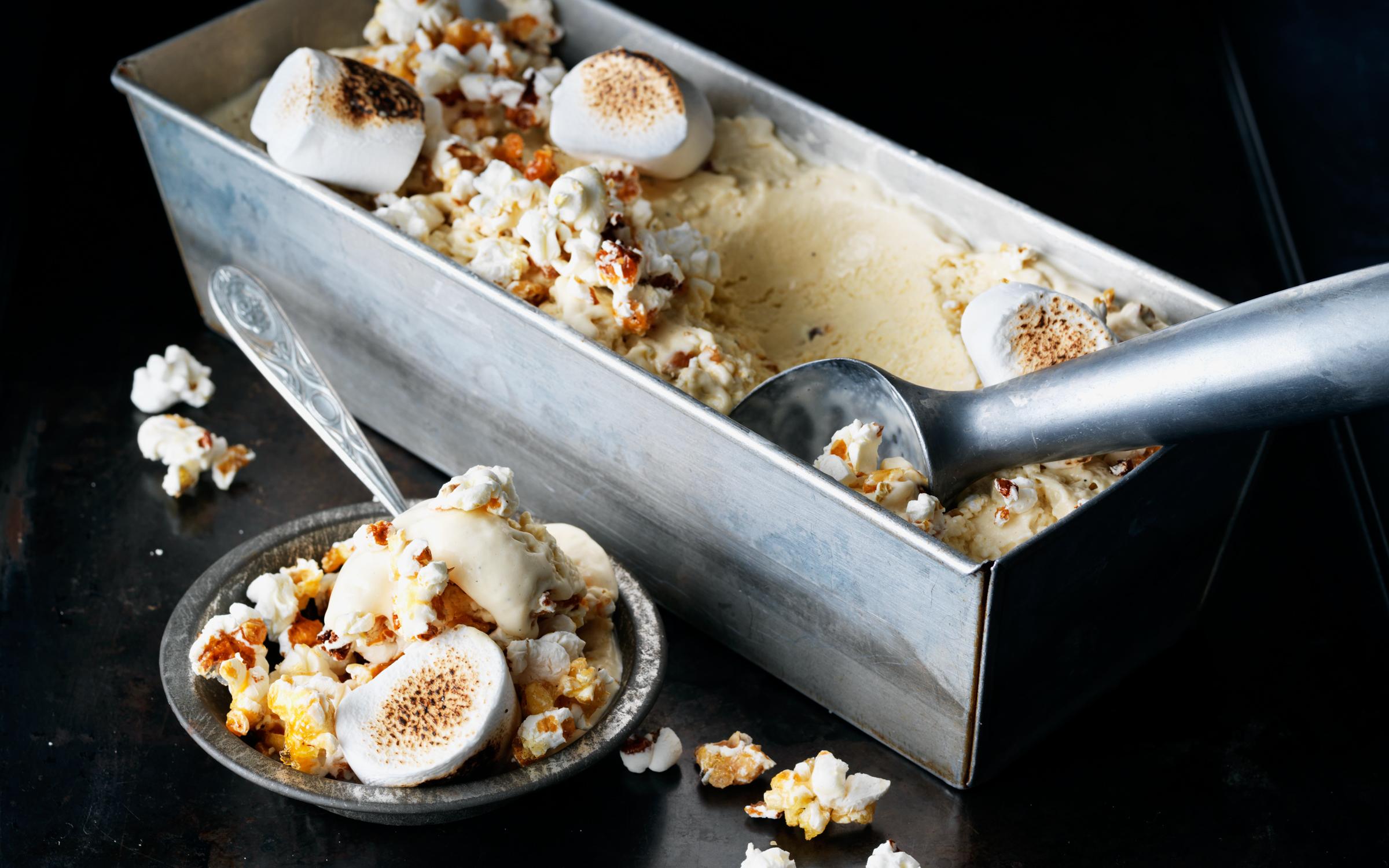 Grillade marshmallows med glass & chokladsås | Mitt kök