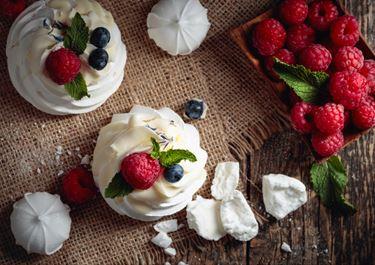 Pavlova with Fruit Cream