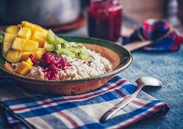 Power Porridge with Raspberry, Mango and Cottage Cheese