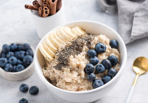 Cinnamon Milk with Oatmeal and Blueberries