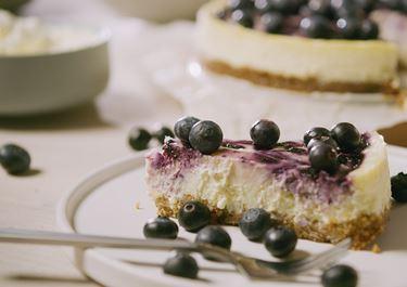 Blueberry & White Chocolate Cheesecake