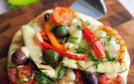 Cheesy Snackbread with Grilled Vegetables