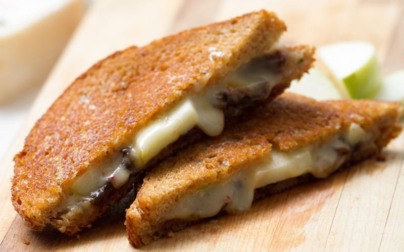 Grilled Cheese with Apple and Caramelized Onions