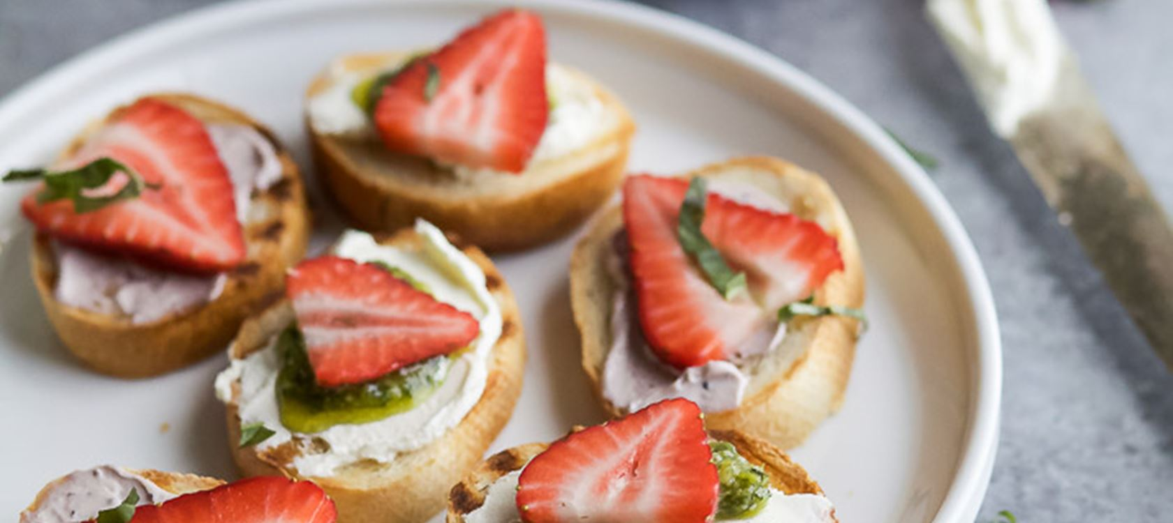 Pesto Cream Cheese Strawberry Bruschetta Bites