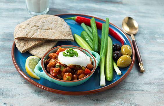 طبق الفطور العربي مع جبنة كريم ملح أقل