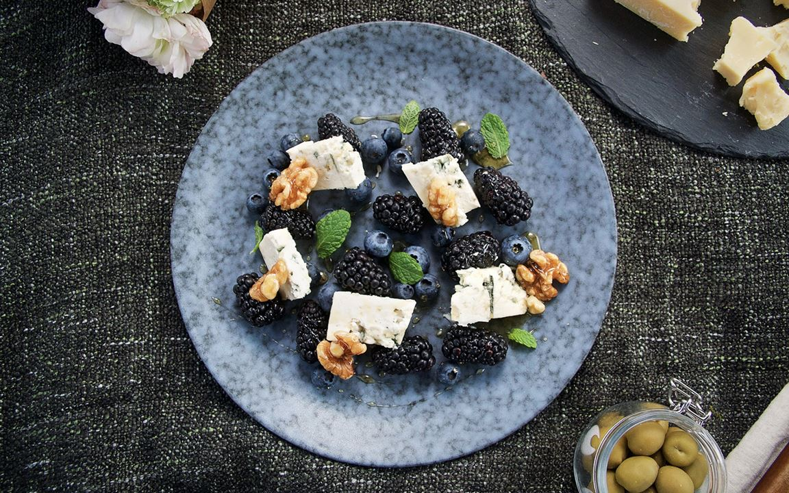Blue Cheese with Berries and Walnuts