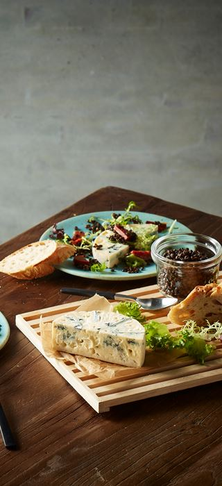 Blue Cheese with chorizo and lentils
