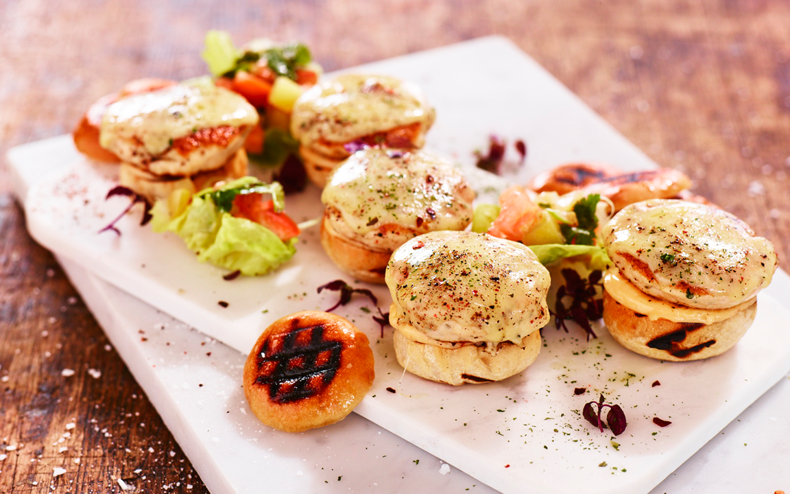 Chicken sliders with chilli dip and tomato-salsa