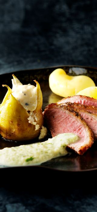 Duck breast with baked figs and apple crème