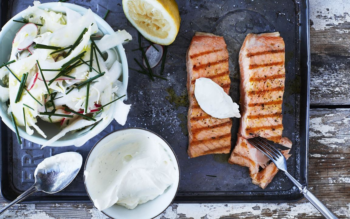 Grilled salmon with crispy salad