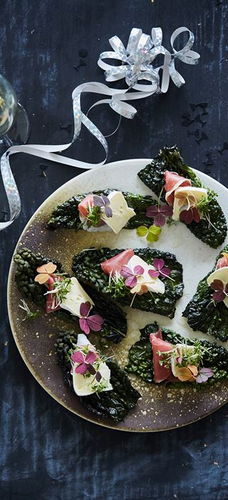 Kale chips with ham, Double Cream Brie and cress