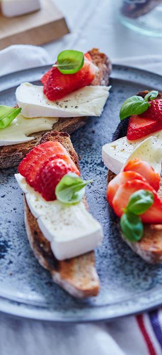 Bruschetta with Strawberries & Double Crème White