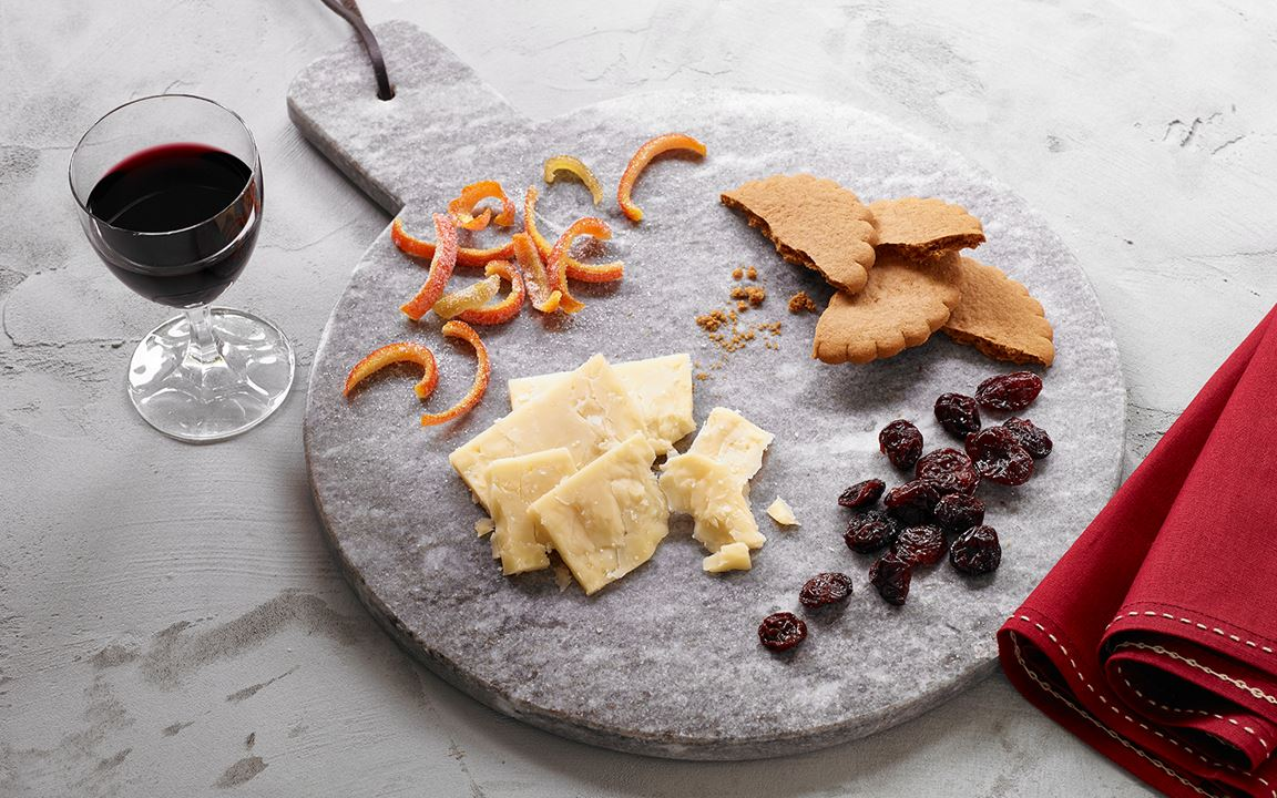Cheddar and Gingerbread Cheese Plate