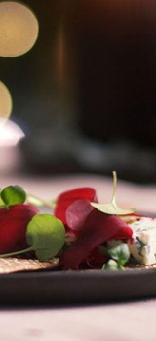 Danablu Canapés with beets and balsamic glaze