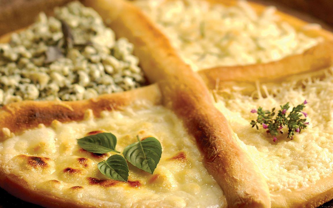 Quattro Formaggii Pizza