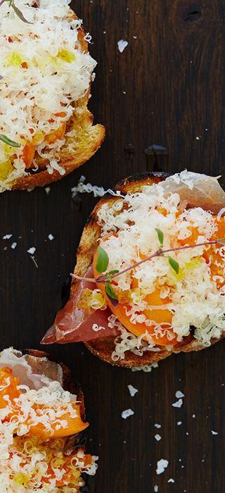 Bruschetta au prosciutto, aux abricots et au fromage Havarti âgé