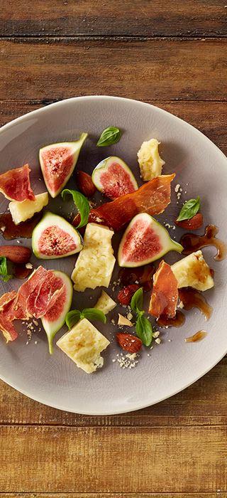 Fromage Havarti âgé avec jambon de Parme croustillant, amandes grillées et figues