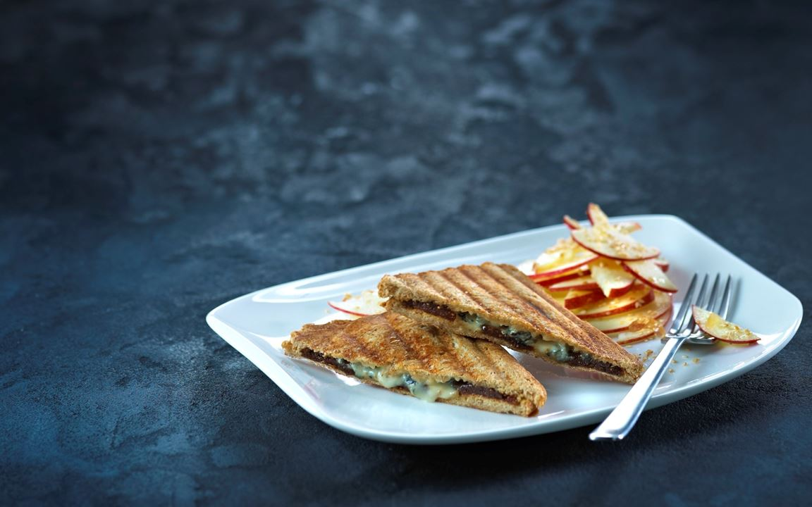 Blue-Sandwiches mit frischem Apfelsalat