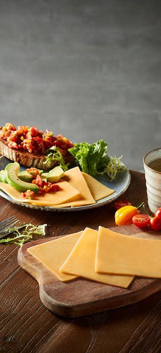 Bruschetta mit Cheddar und Avocado
