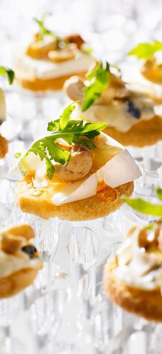 Crostini mit Blau-und Weißschimmelkäse