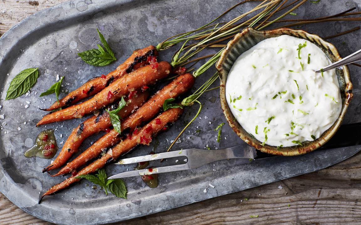 Gegrillte Karotten mit Honigglasur und Käsecreme