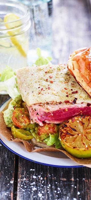 Gegrillter Thunfisch mit Chilicreme und Salsa Fresca