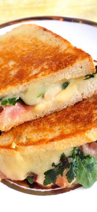 Gegrilltes Höhlenkäse-Sandwich
