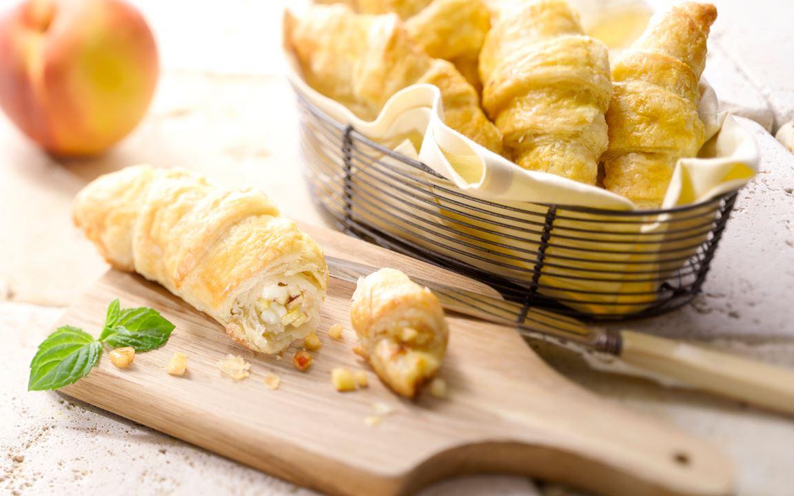 Kleine Croissants mit Extra cremiger White