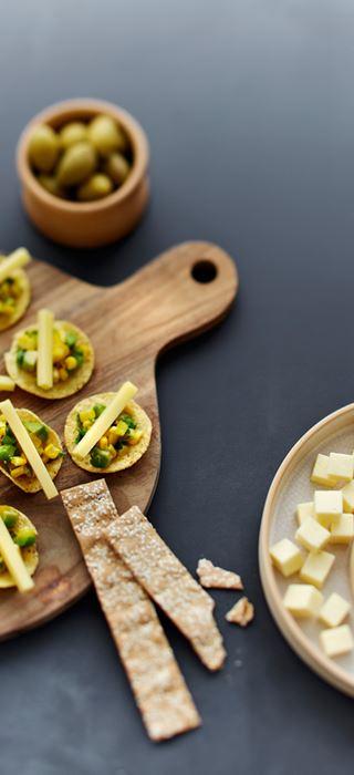 Nachos mit gelber Salsa und Höhlenkäse