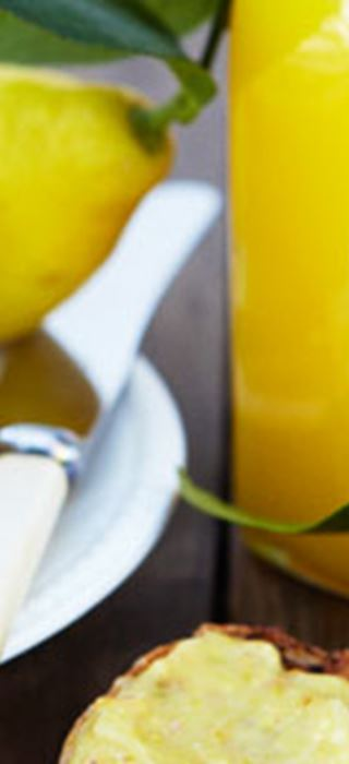 Orangencreme mit Ingwer und Pistazien