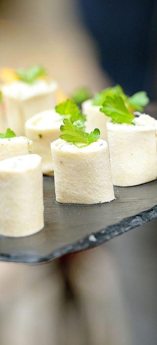 Toast röllchen mit suss-herzhafter blue-füllung