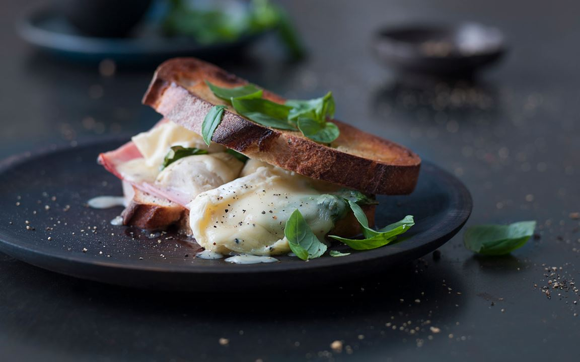 Artichoke toast with White with Truffle