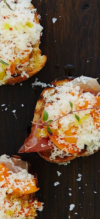 Bruschetta with prosciutto, apricots and Aged Havarti