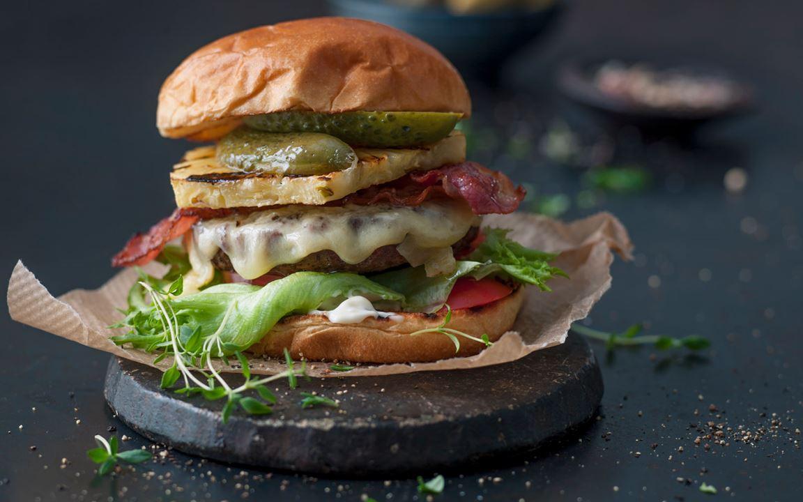Pork burger with Cheddar & bacon