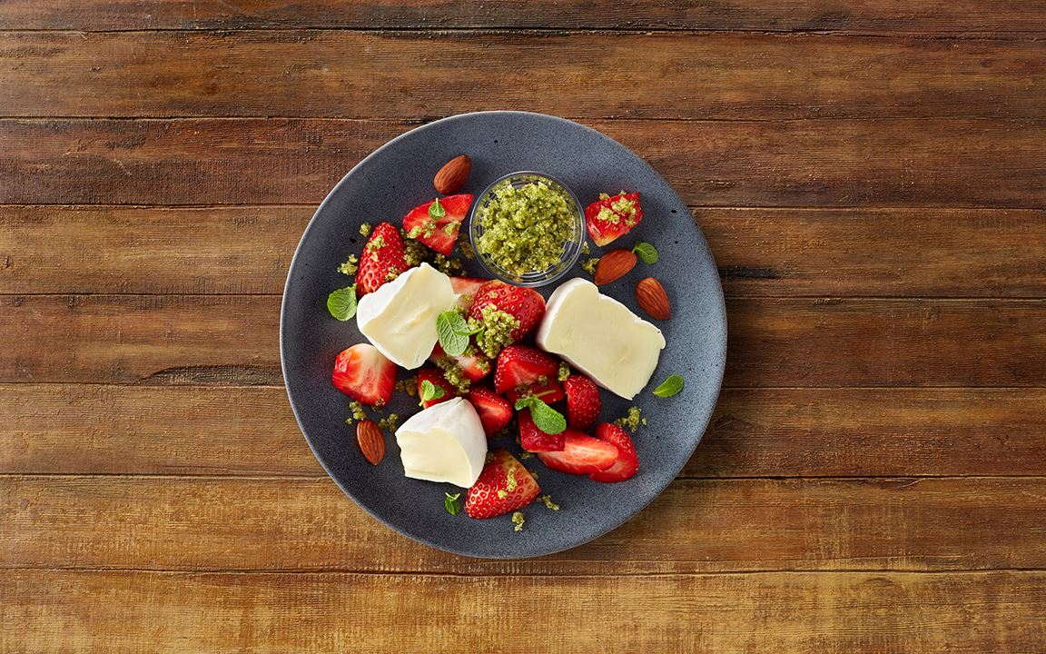Creamy White with strawberries and mint pesto