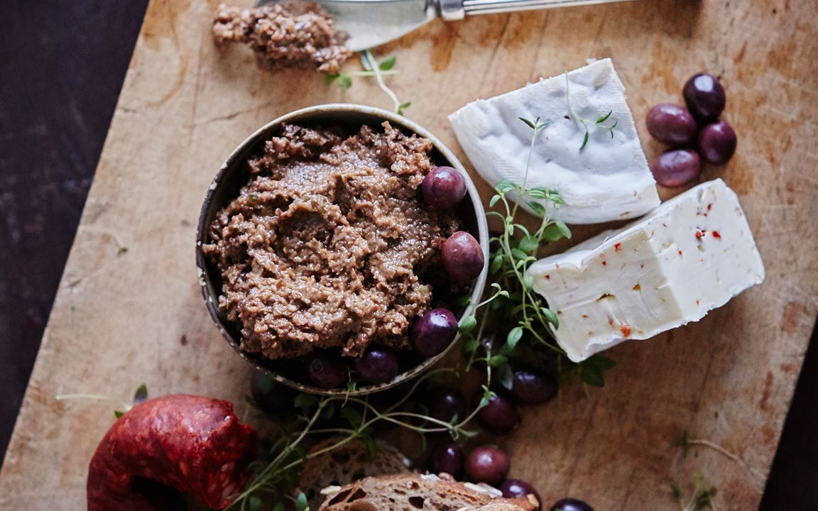 White with chili and olive tapenade