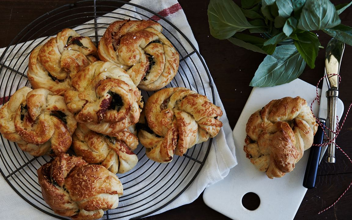 Cheese swirls with prosciutto