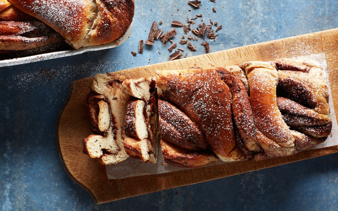 Chocolate bread with cardamom