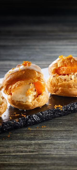 CHOUX PASTRY WITH PINEAPPLE CREAM CHEESE