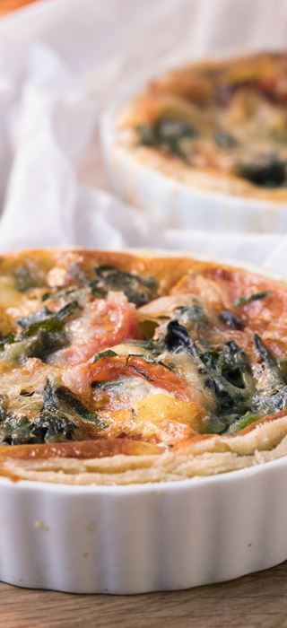 Blue Cheese pies with spinach and tomatoes