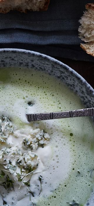 Creamy pea soup with Blue Cheese