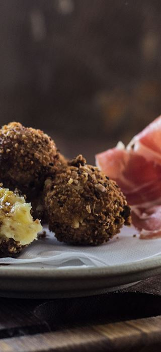 Crispy croquettas with White with Truffle, ham & porcini mushrooms