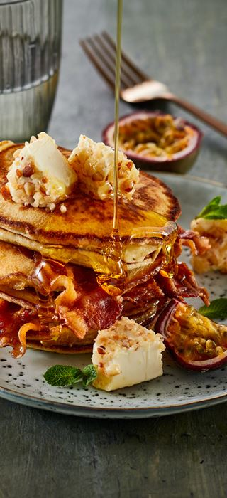 EASY AMERICAN PANCAKES WITH PINEAPPLE CREAM CHEESE & BACON