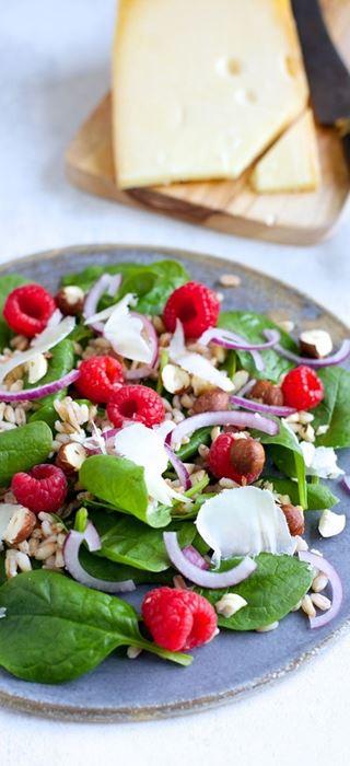 Nordic salad with spelt, raspberries and Aged Havarti