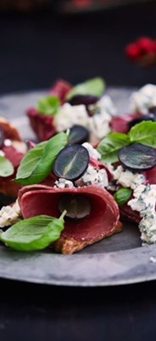 Pastrami Crackers With Blue Cheese