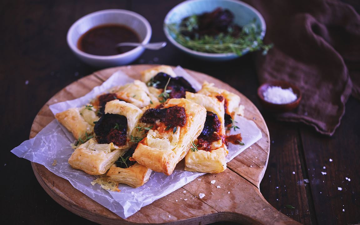 Puff pastry with Creamy White and semi-dried tomatoes